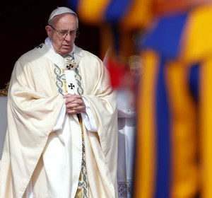 Pope Francis leading Easter mass in Saint Peter's Square at the Vatican. REUTERS/Stefano Rellandini