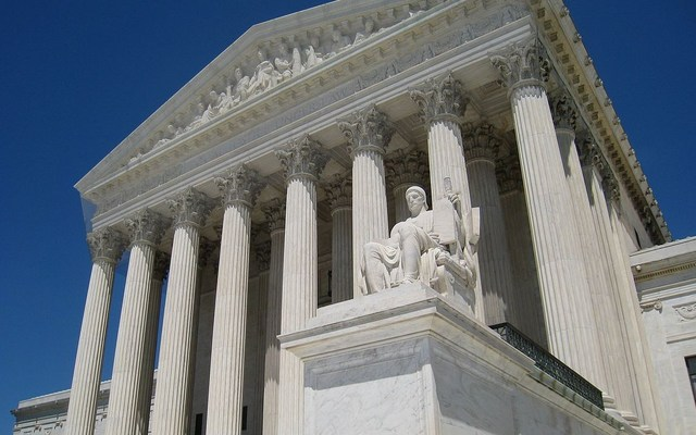 Facade of the U.S. Supreme Court building. Daderot/Wikimedia Commons.