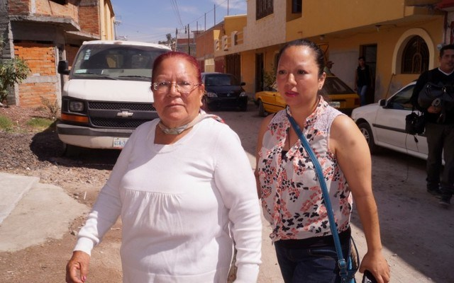 Guadalupe Garcia de Rayos (R) walks with her mother following her deportation. REUTERS/Stringer