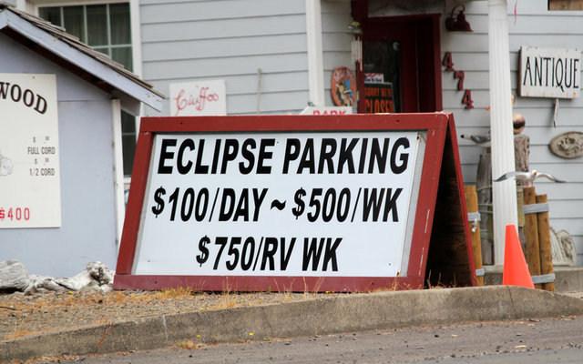A parking sign in Depoe Bay, Washington. REUTERS/Jane Ross