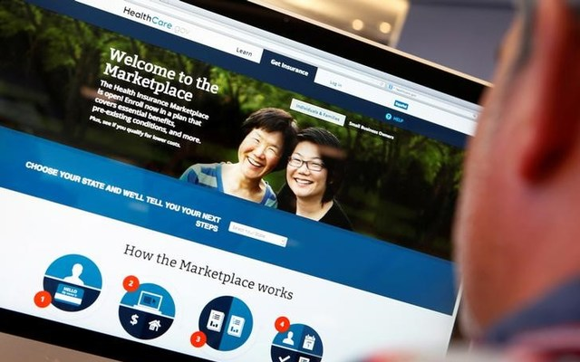 A man looks over the Affordable Care Act signup page on the HealthCare.gov website in New York in this October 2, 2013 photo illustration. REUTERS/Mike Segar