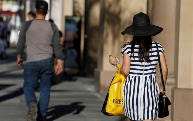 A shopper walks in the Old Town shopping area of Pasadena, California, U.S. June 27, 2017. REUTERS/Mario Anzuoni/File Photo