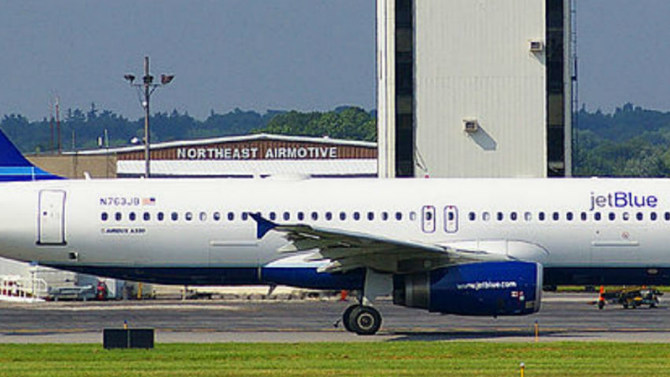 Family tossed from JetBlue flight after toddler kicked seat